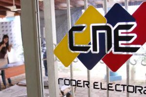 La presidenta del CNE Tibisay Lucena advirtio a los postulantes que tienen hasta la fecha para separarse de cargos oficiales que ejerzan actualmente