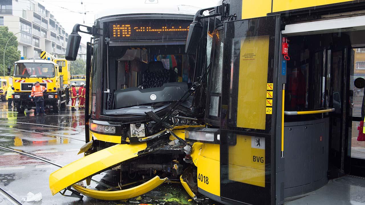 De acuerdo con el cuerpo de bomberos aun se desconocen las causas del incidente debido a que la empresa transportista no ha ofrecido detalles