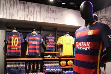 El ente sospecha que la firma limita de manera ilegal la venta transfronteriza de productos del club español, FC Barcelona