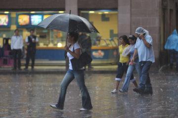 Un informe del ente publico aseguro que las precipitaciones se deben a una onda tropical que esta de paso por el pais