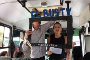 Hace dos semanas nacio El Bus Tv una iniciativa promovida por un grupo de periodistas que ofrece noticias en los autobuses