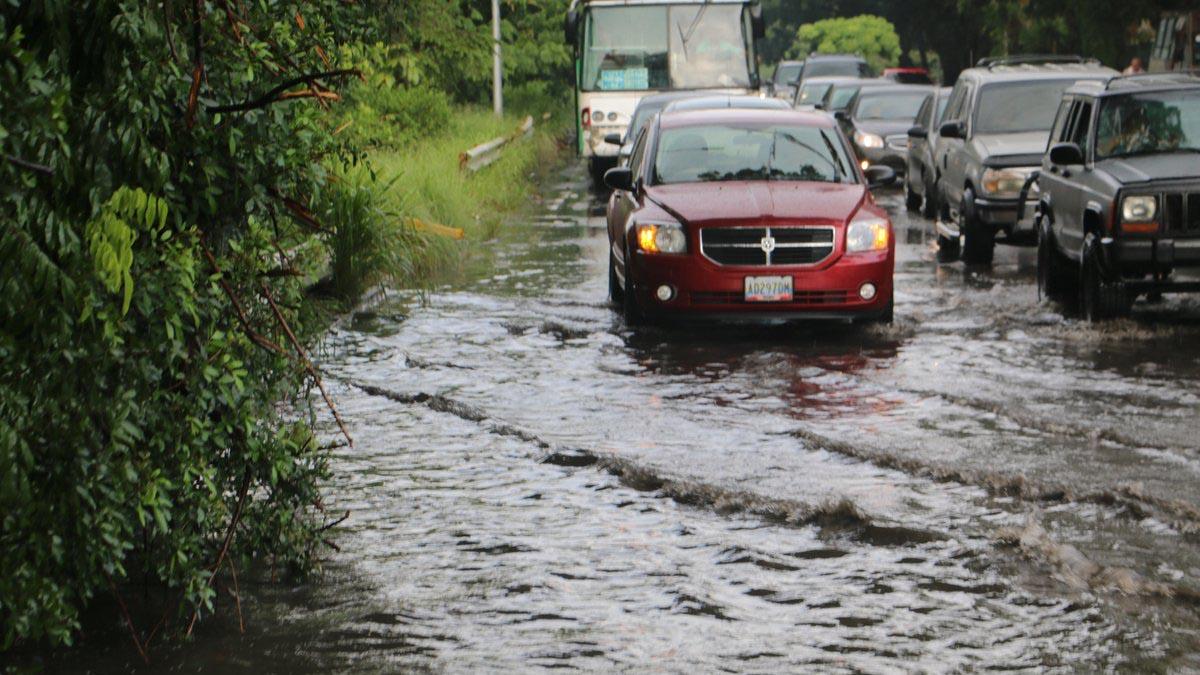 El cuerpo de Bomberos del municipio Iribarren informó que se encuentran atentos ante cualquier emergencia a consecuencias de la tormenta