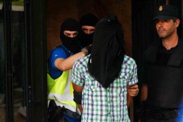 La policía nacional aprehendió a los hombres de origen marroquí que manejaban manuales para perpetrar atentados suicidas