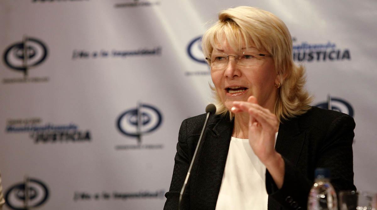 Luisa Ortega Díaz introdujo un documento ante la Sala Electoral, a las afueras del TSJ