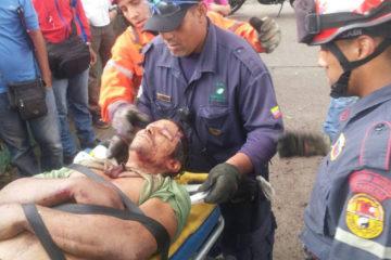 La víctima fue socorrida por bomberos y paramédicos de Protección Civil