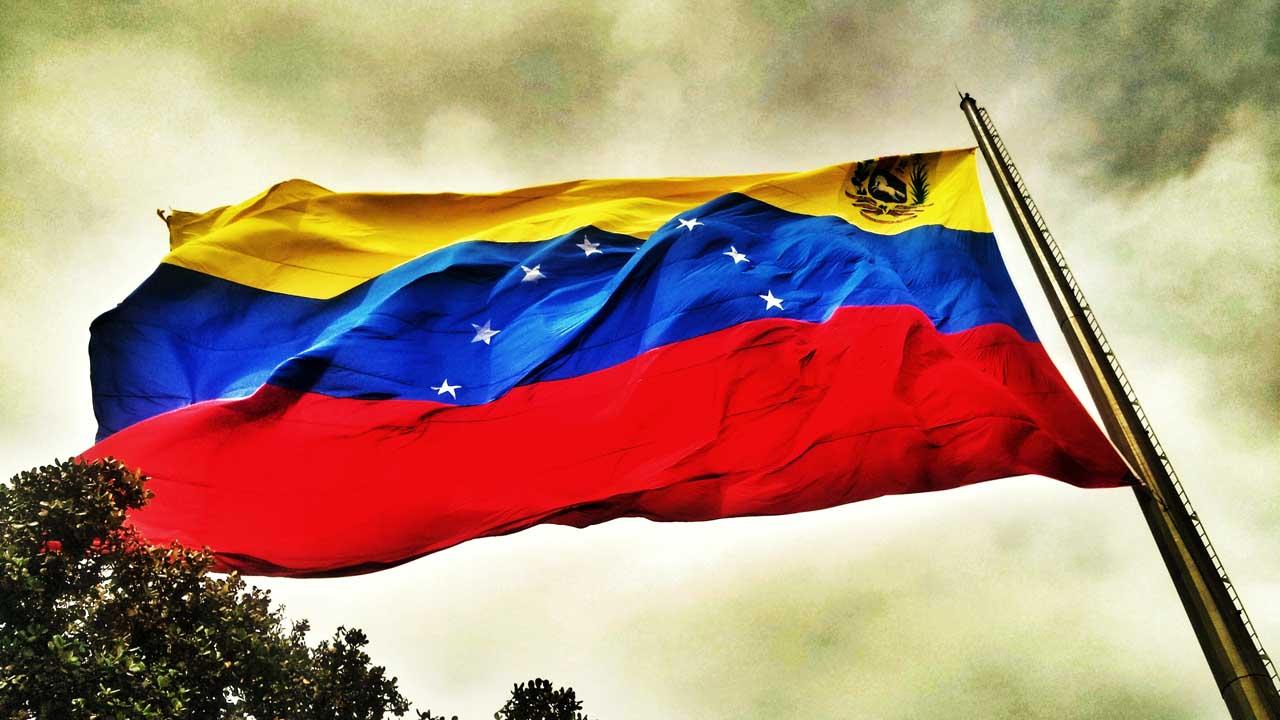 Los exfuncionarios chavistas consideran necesario la renuncia de todos los poderes públicos