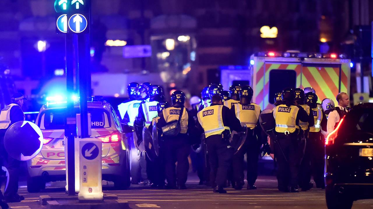 La noche del sábado al menos una persona murió en uno de los tres ataques en la capital británica