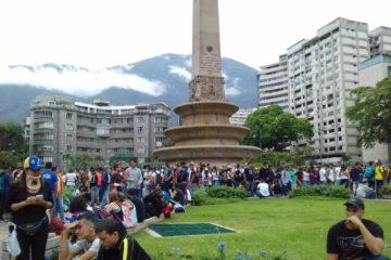 """Manifestantes que asistieron al """"Plantón"""" convocado en la Plaza Altamira y el Distribuidor Metropolitano fueron reprimidos"""