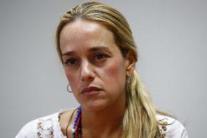 La esposa del líder político Leopoldo López, aseguró que el hecho corresponde a un acto de persecución contra su familia