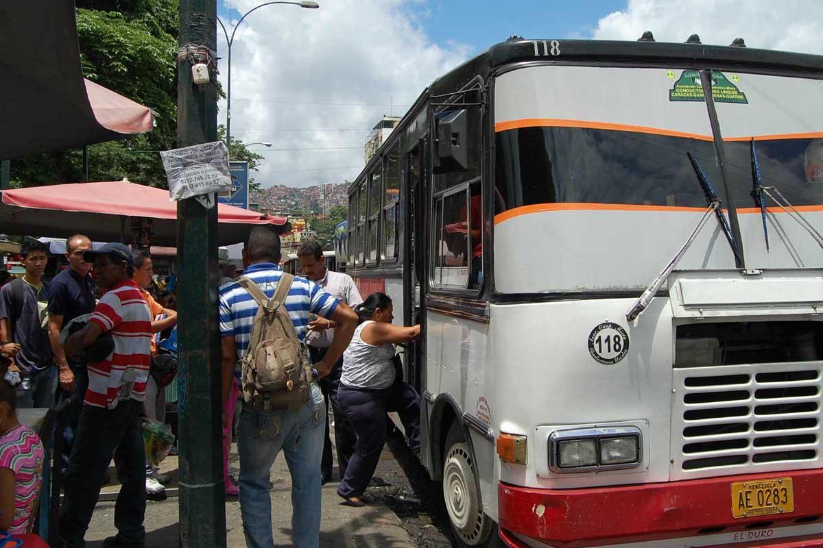 Representante del sector transporte denuncia la escasez y altos precios de los insumos que requieren para trabajar