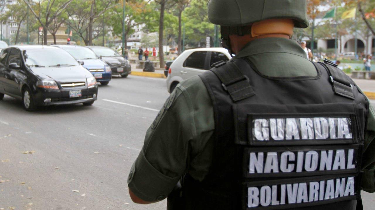 Un sargento accionó su arma de reglamento en contra de un adolescente en las instalaciones del Aeropuerto de Maiquetía