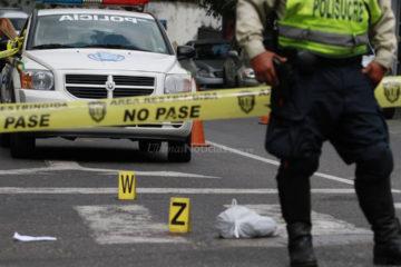 Un patrullero motorizado del cuerpo de policía municipal resultó herido de bala en la mano