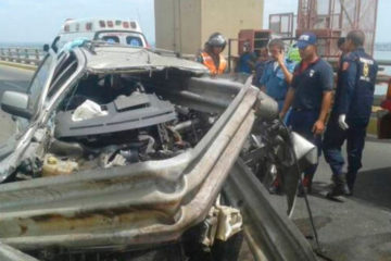 El conductor manejaba con exceso de velocidad y presuntamente bajo los efectos del alcohol