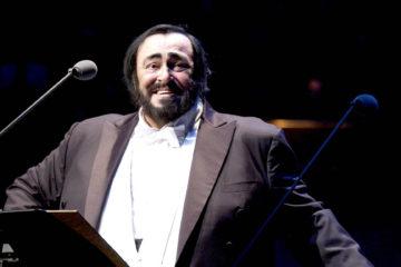 """Las óperas integradas en tres CD, incluye sus mayores éxitos como """"O sole mio"""" y """"Torna a surriento"""""""