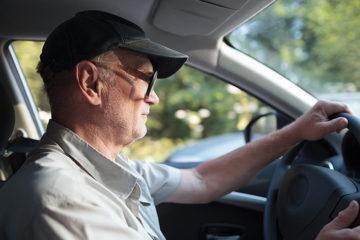 El paso del tiempo hace que las personas disminuyan su visión, capacidad auditiva y provoca lentitudal momento de reaccionar
