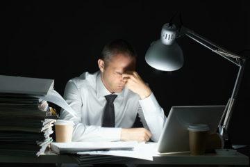 Pasar más de 55 horas de trabajo puede ocasionar problemas cardíacos