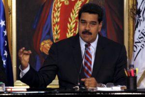 El presidente cubano, Raúl Castro Ruz, el canciller Bruno Rodríguez y la Cilia Flores acompañaron al mandatario venezolano