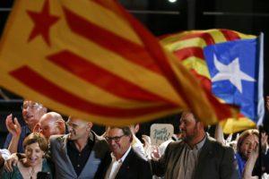 Los partidos Junts pel Sí y CUP presentaron el proyecto que espera poder convocar a la consulta popular el proximo 1 de octubre