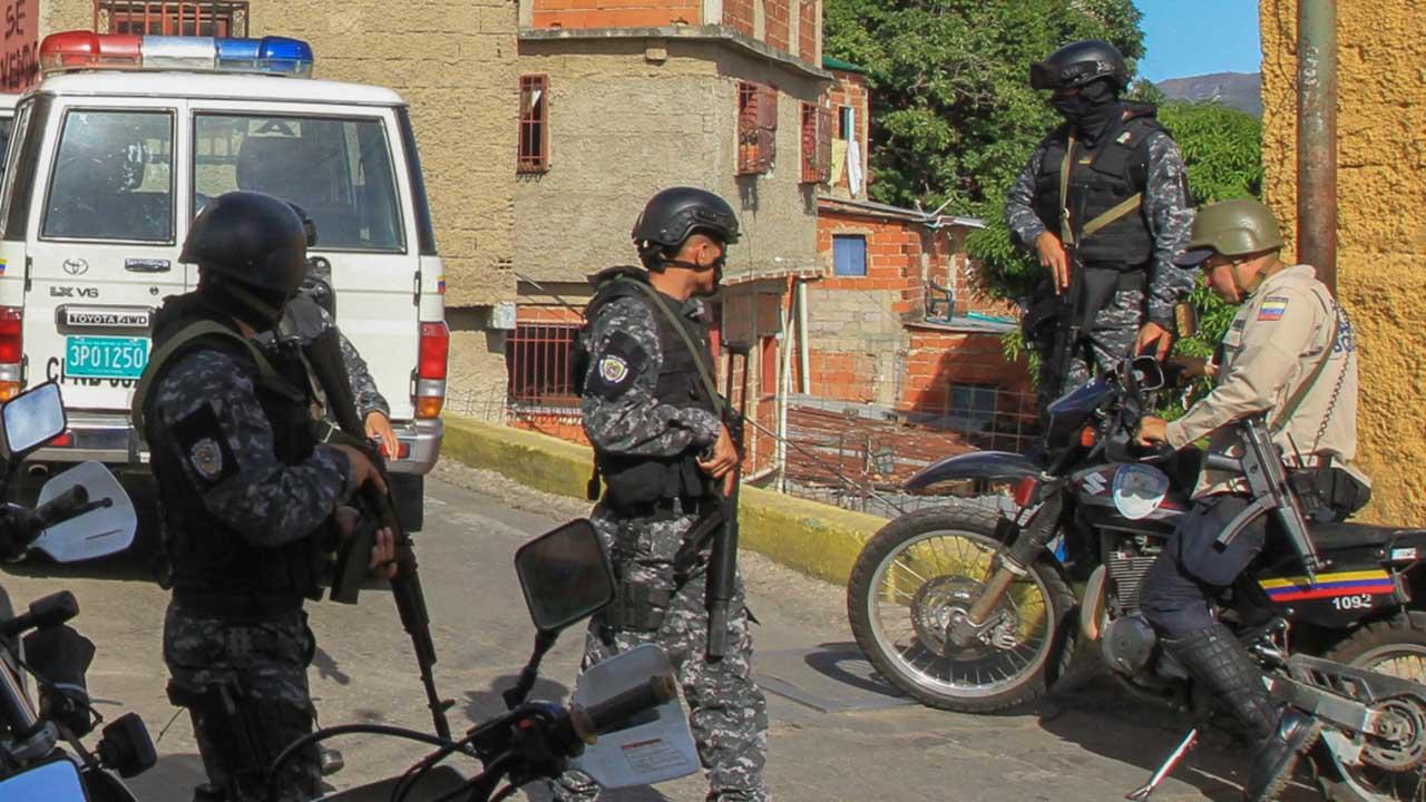 """El sujeto indocumentado alias El Pitillo murio tras un enfrentamiento en el sector """"El Guarataro"""" con una comisión de Fuerza de Acciones Especiales"""