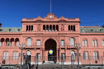 El Gobierno anuncio la medida luego de que un hombre irrumpiera con su vehículo en la sede del Poder Ejecutivo