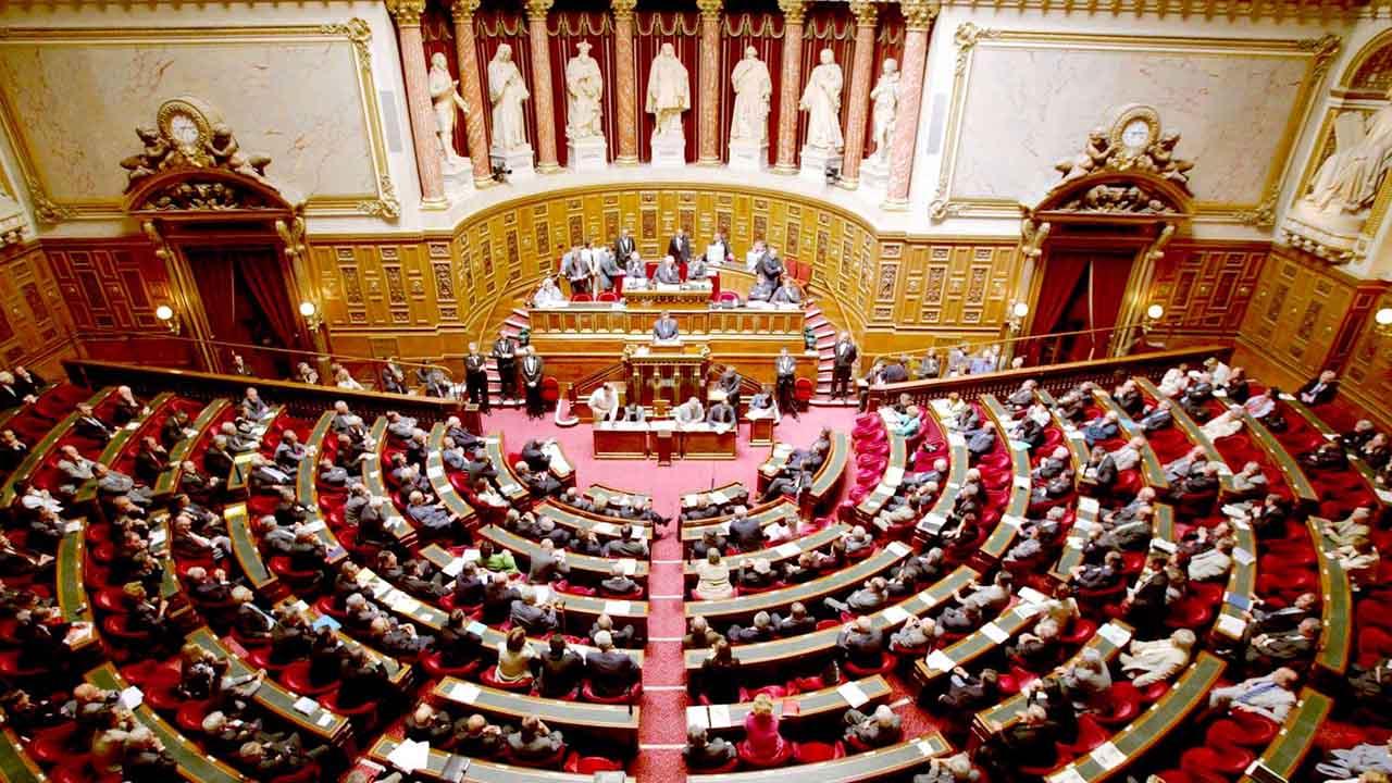 El documento plantea la inclusion en la legislacion regular de las normas que se aplican desde que se decreto el estado de emergencia