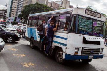 Los presidentes del Bloque de Transporte aprobaron la medida que busca llevar de 150 a 300 bolívares el pasaje mínimo en la ciudad