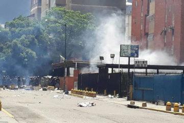 Las fuerzas de orden público dispersan a los manifestantes con gases lacrimógenos, tanquetas y ballenas en algunos estados del pa