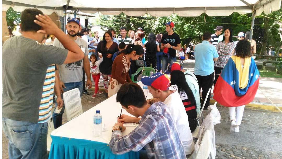 Asistentes denunciaron el robo de uno de los cuadernos donde estaban registradas las firmas de los participantes