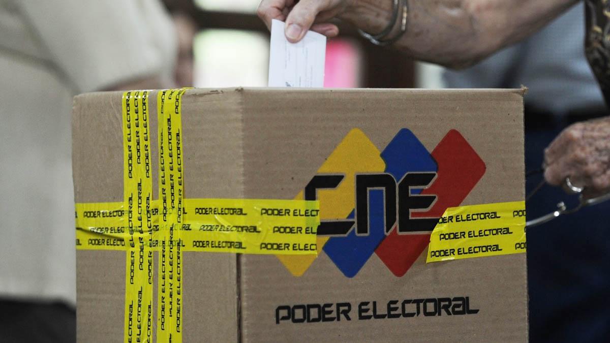 Además fue activado un centro de contingencia en el Poliedro de Caracas donde se atenderán a electores de varios puntos de la Capital