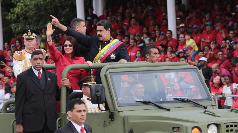 El jefe de estado realizó el habitual desfile de celebración por la Independencia en la avenida Los Próceres, acompañado del alto mando militar