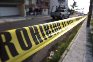 Los funcionarios dispararon cuando el vehículo de la mujer se saltó un control de seguridad