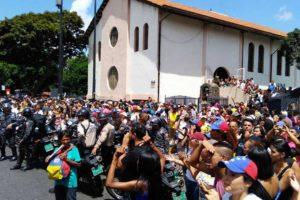 Hasta tres intentos de sabotaje fueron repelidos por votantes, miembros de mesa y personas de la comunidad en el punto soberano de la Iglesia El Carmen
