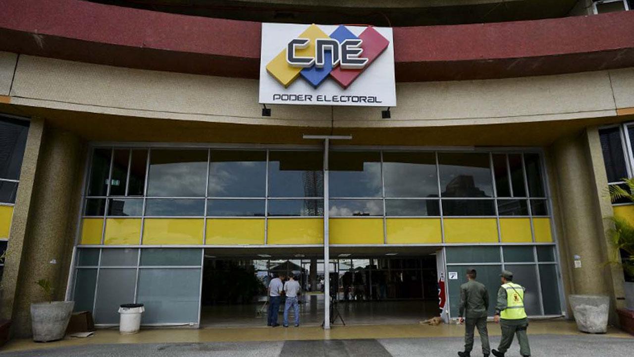 Los técnicos del Consejo Nacional Electoral llevaron a cabo el proceso junto a observadores sectoriales
