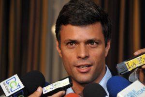 El líder político pidió a la FANB y a los funcionarios en general ser fieles a la Constitución