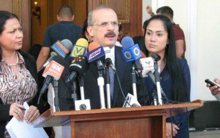 El abogado venezolano, Alejandro Rebolledo, habló sobre la situación del país con el secretario de la OEA