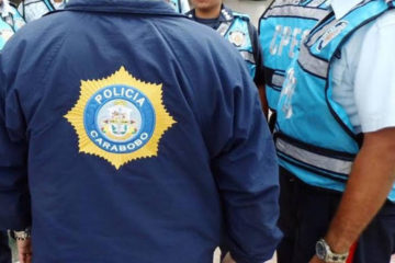 El presunto miembro del cuerpo de seguridad estatal intentó despojar de su moto al otro funcionario
