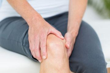 Médicos fisioterapeutas recomiendan levantarse del asiento cada 30 minutos