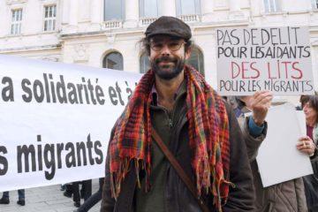 """El hombre habría ayudado a ingresar al país francés a 200 inmigrantes. El mismo, pertenece a una asociación de que ayuda al pase de personas a países fronterizos llamada """"Roya Citoyenne"""""""