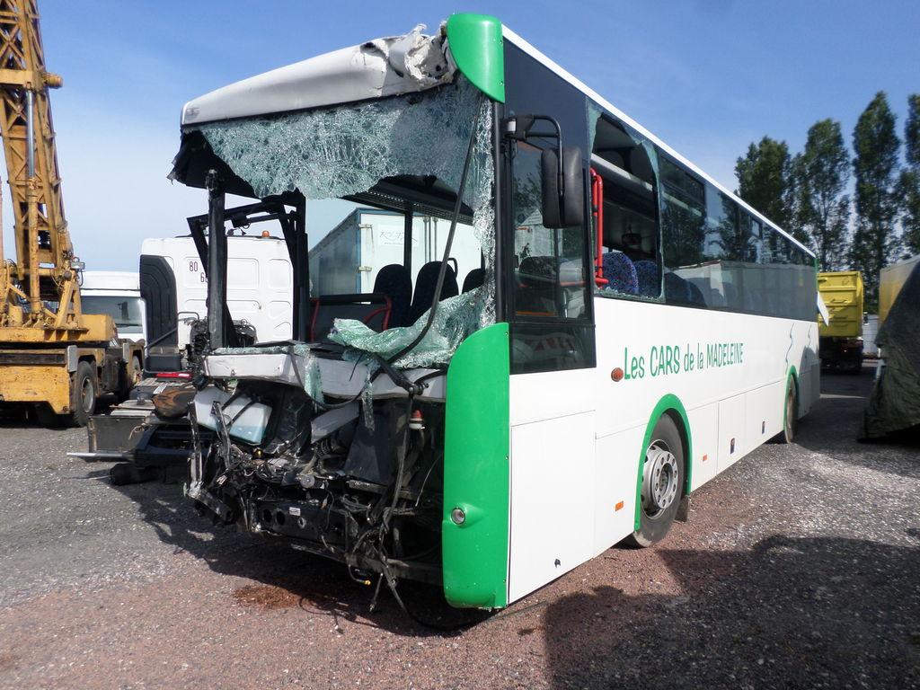El accidente se registro a 70 kilometros de la capital del pais africano cuando un autobus trasladaba a 140 personas integrantes de una asociacion cristiana