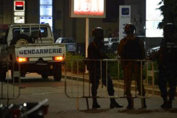 Un grupo de hombres armados atacaron con armas automaticas un restaurante ubicado en la antigua colonia francesa de Uagadugu