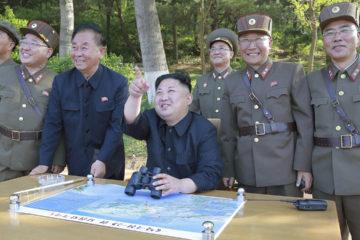 El pais asiatico mostro a su lider Kim Jong-un con lo que parece ser un misil balistico intercontinental bautizado como Hwasong 13