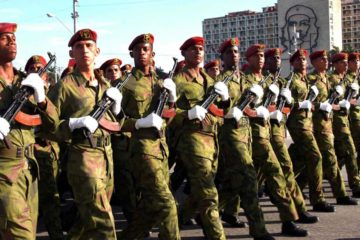 El general Juan Ruiz, aseguro que desde hace un año o dos los jovenes voluntarios pueden formar parte de las Fuerzas Armadas Revolucionarias de Cuba
