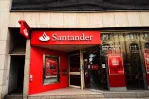 La Comision Europea autorizo la adquisicion por parte de Santander luego de concluir que no existian objeciones en materia de competencia