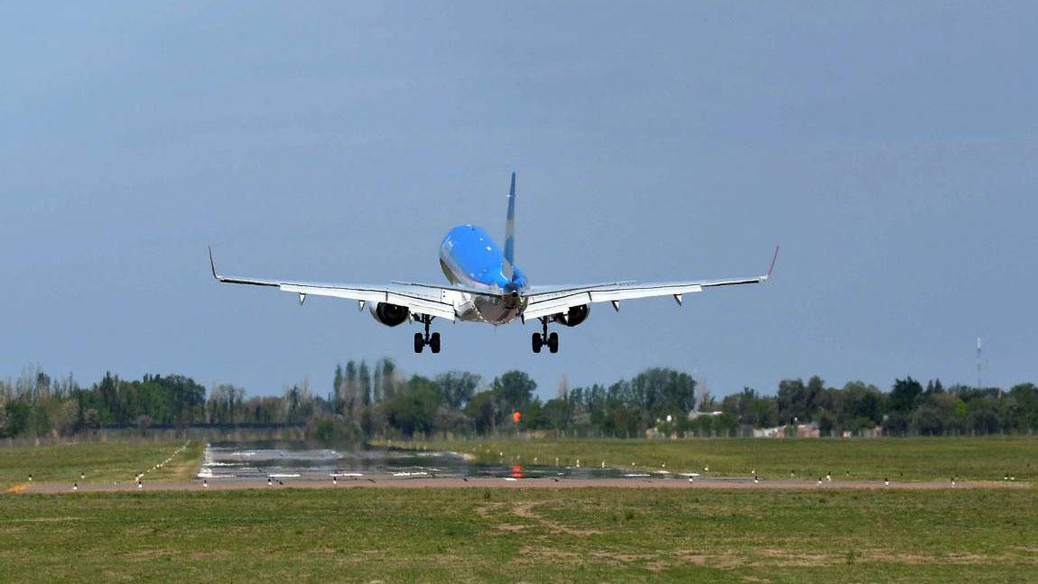 El presidente de la asociación aseguró que la poca cantidad de viajeros y turistas es una de las razones por las que aerolíneas internacionales se retiran