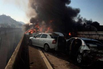 La víctima mortal cayódesde un puente de 80 metros de altura al intentar huir del incendio provocado por la colisión