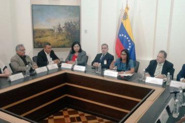 Delcy Rodriguez indicó que se investigará si alguno de ellos está incurso en algún hecho de violencia que haya afectado la paz pública