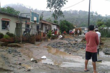 Según Protección Civil, 475 familias fueron afectadas por las condiciones climatológicas, entre ellas 1083 adultos y 762 niños