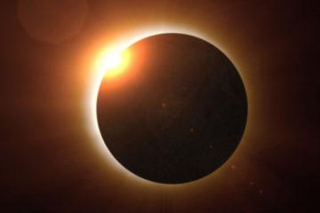 Durante el eclipse, la Luna pasará entre el Sol y la Tierra, bloqueando la cara del sol y dejando solo su atmósfera exterior visible en el cielo