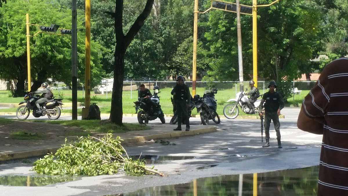 El pasado domingo 6 de agosto un grupo de 20 hombres armados asaltó el lugar y presuntamente lograron apoderarse de parte del arsenal