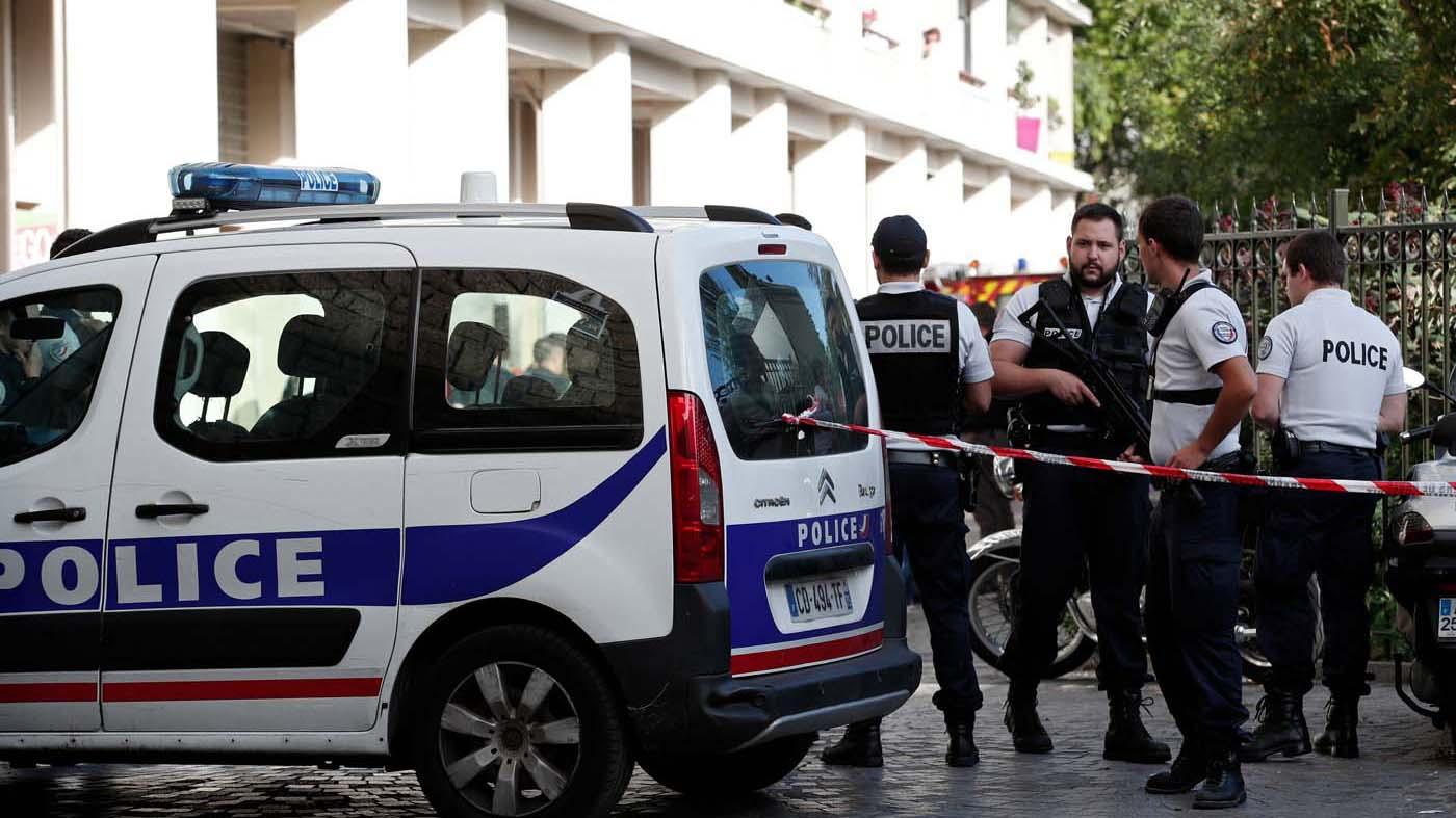 Policías de élite lograron detener al presunto atacante cuando viajaba por la autopista A 16, que une París con el norte de Francia